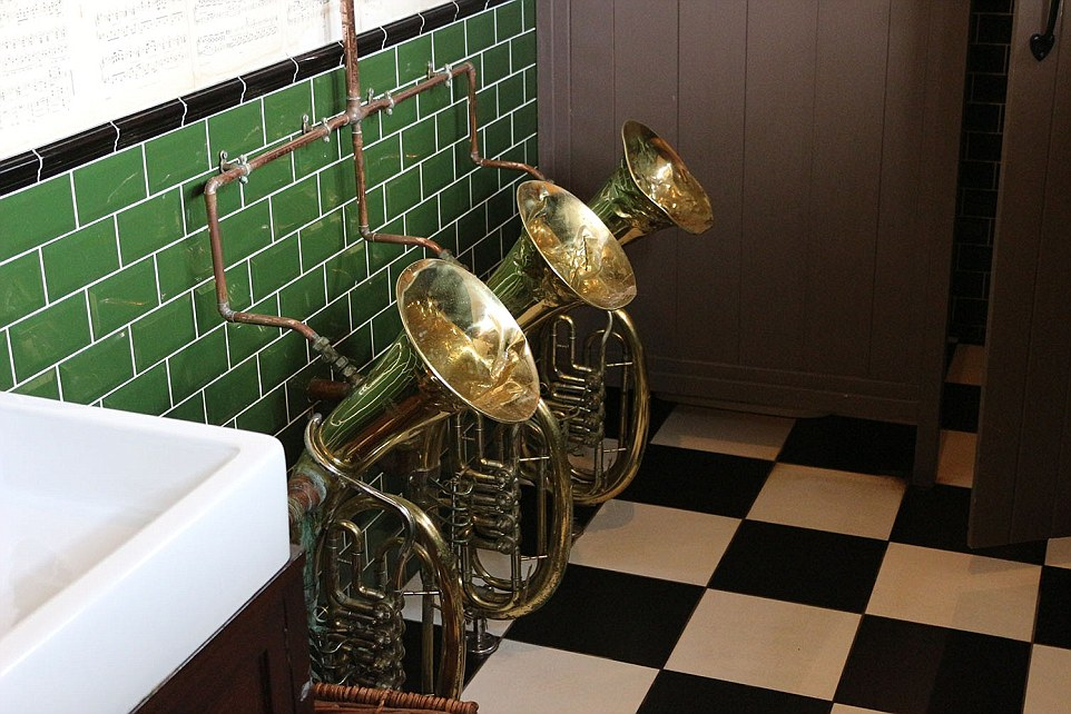 tuba262757AE00000578-2976029-Blowing_your_own_trumpet_The_men_s_loos_in_The_Bell_Inn_Sussex_f-a-9_1425384609417.jpg